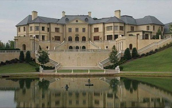Super mansions to drool over ssf for Mega homes for sale